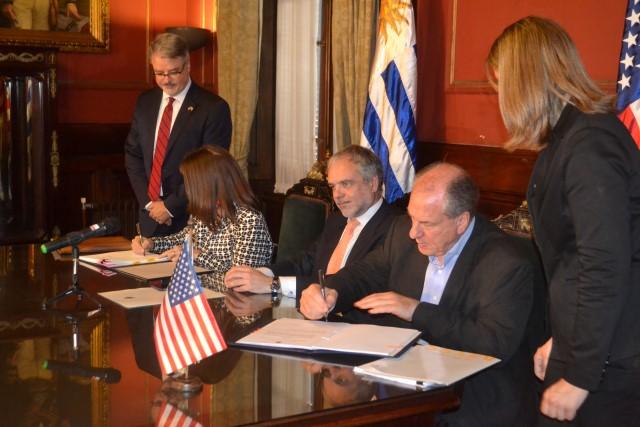 Firma acuerdo seguridad social 3